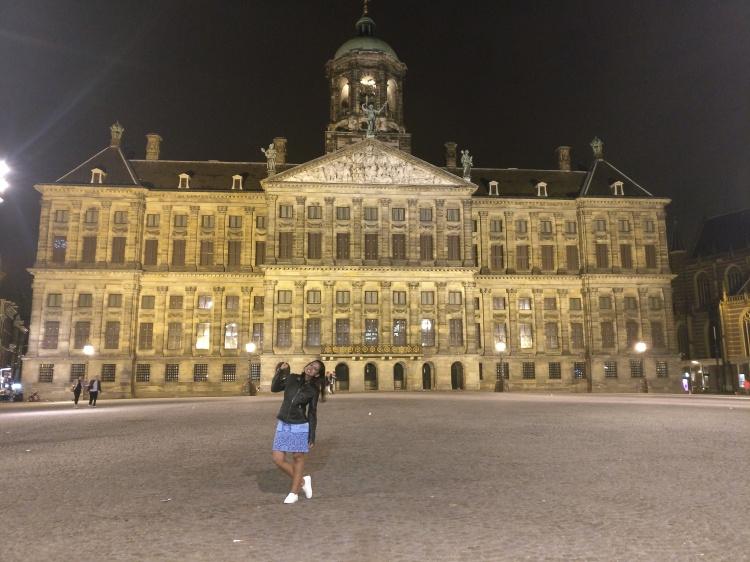 King's Palace at night
